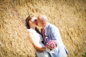 свадебне фото с сеном