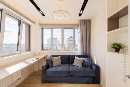фото комнаты с панорамным видом из окна