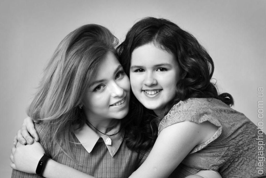 студийная фотосессия для мамы и дочери