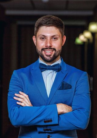 presenter Alexander Bovshik
