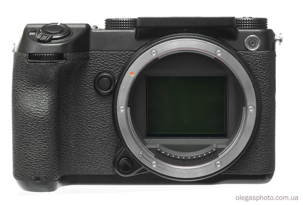 среднеформатная камера fujifilm gfx 50s спереди