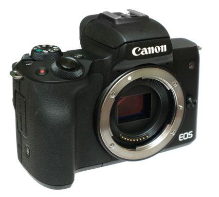 canon m50 сбоку спереди