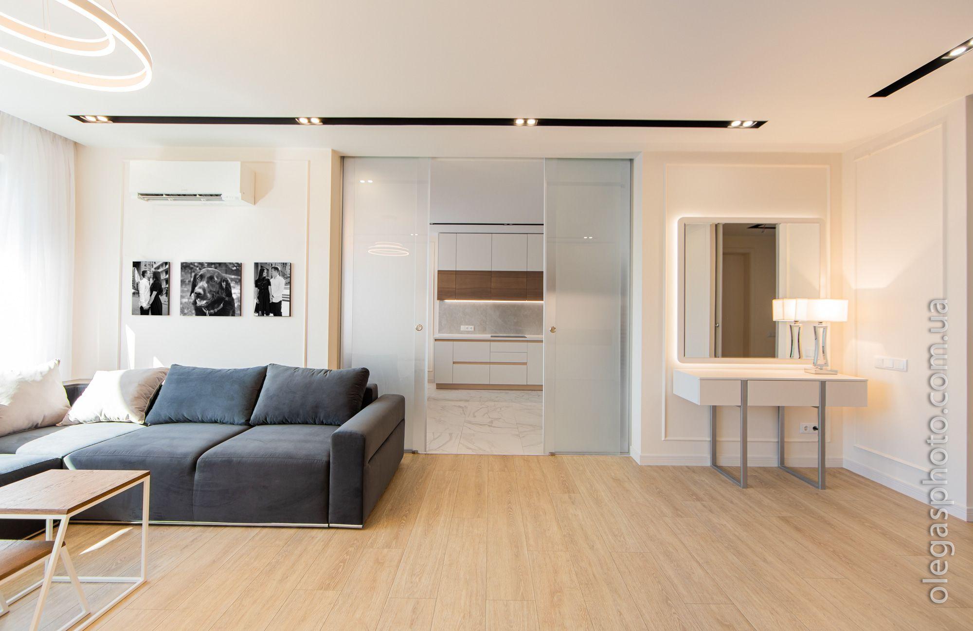 living room interior photo